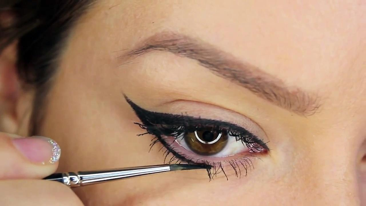 How To Apply Gel Liner in 5 Easy Steps